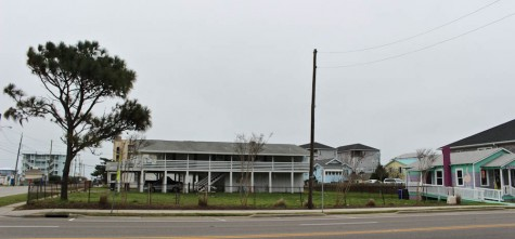 Carolina Beach will be getting a Huddle House on this property, 201 S. Lake Park Blvd. Photo by Hannah Leyva.