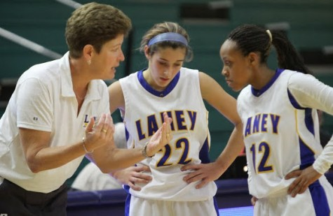 Coach Sherri Tynes, left, with former player Baley Edwards, center, and Brianna Baham.