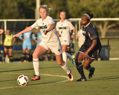 The UNCW women's soccer team is 1-1 after the opening weekend.