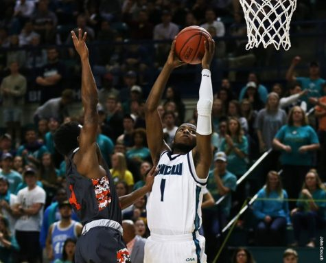 The Seahawks moved to 6-1 following the big road win on Wednesday. Photo courtesy- UNCW Sports