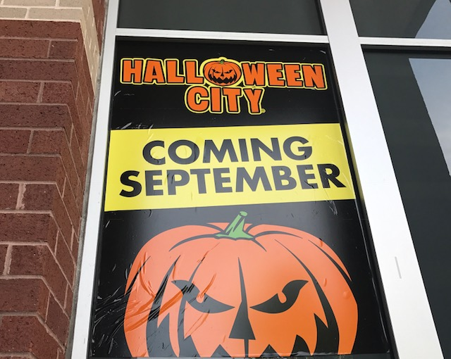 Halloween City comes to Mayfaire temporarily, will hhgregg return ...