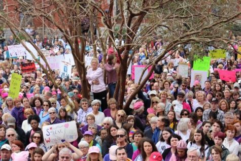 The inaugural Women's March in downtown Wilmington drew as many as 2,000 people. (Port City Daily photo | BENJAMIN SCHACHTMAN)