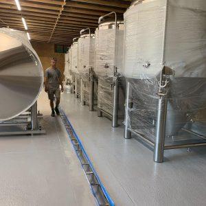 De nouveaux chars sont arrivés à la Wilmington Brewing Company. (Photo de Port City Daily / Gracieuseté de Wilmington Brewing Co.)