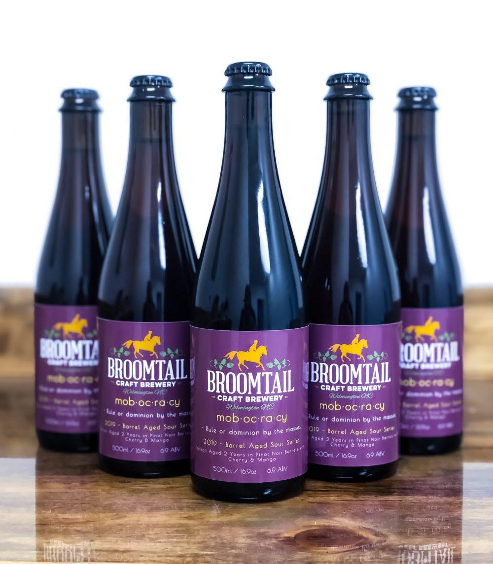 Bière Photo de la semaine: Mobocracy de Broomtail, une saison de deux ans dans des fûts de pinto noir avec des cerises et des mangues. (Photo quotidienne de Port City / Brasserie artisanale Broomtail)