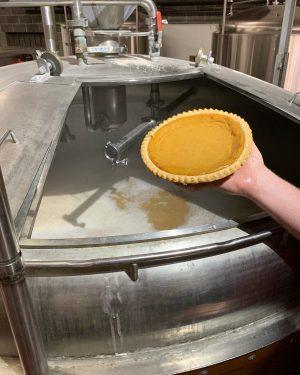La Wilmington Brewing Company a récemment préparé sa bière annuelle Pretty Pumpkin Ale avec ses voisins au Apple Annie's Bake Shop. (Photo de Port City Daily / Avec la permission de la Wilmington Brewing Company)